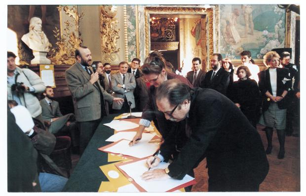 PARIGI FIRMA DE MANIFESTO - 1989-®Marcello Marengo_MGbig