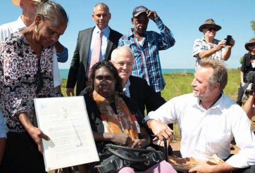 Australia: il governo restituisce le terre agli aborigeni