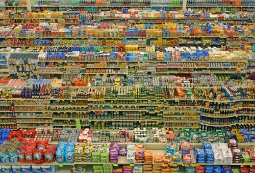 Il cibo dei giganti. Come le multinazionali dettano legge dall'agroindustria ai supermercati
