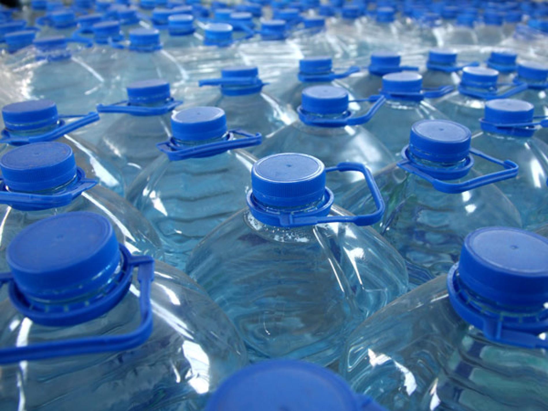 Sei trucchi per mangiare meno plastica