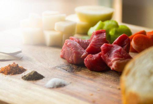 Iniziamo la rivoluzione: dimezziamo il nostro consumo di carne