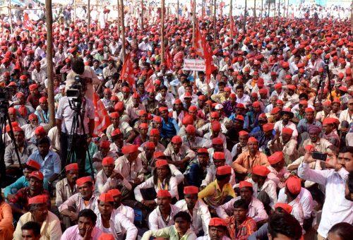 India: 50 mila contadini invadono Delhi: «Annullate i debiti agricoli»