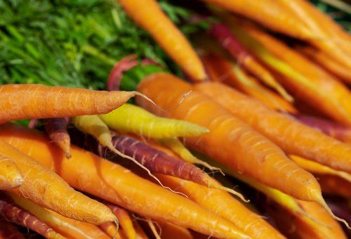 Alziamo le difese immunitarie con frutta e verdura: ideali soprattutto le carote!