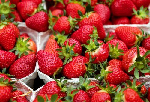 Siamo alla frutta, consoliamoci con le fragole