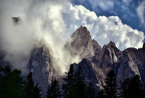 Crisi climatica, è allarme anche in Italia: ghiacciai delle Alpi dimezzati